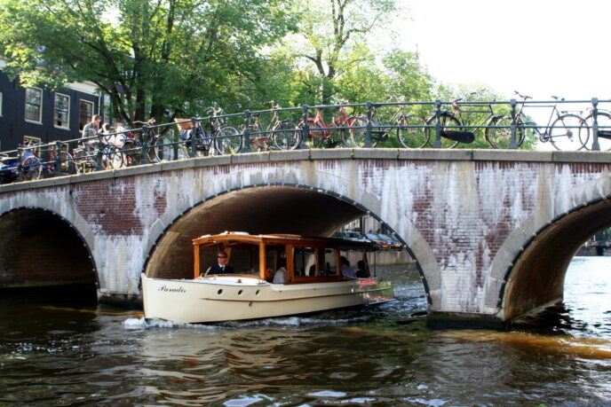Exclusive canal cruise Amsterdam