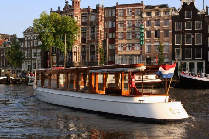 Private boat cruise Amsterdam