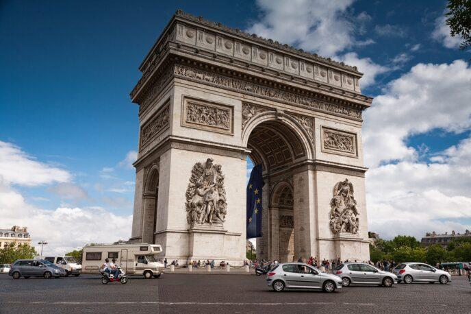 Arc de Triomphe walking tour
