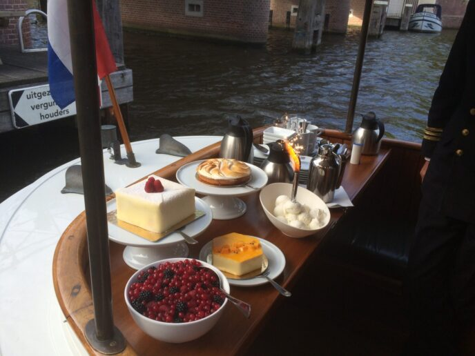 Dinner-canal-cruise-Amsterdam