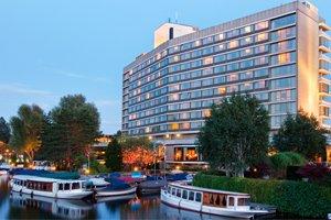 Luxury-Hilton-hotel-Amsterdam 300x200