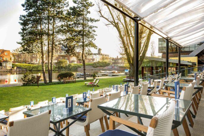 Luxury-hotel-Hilton-Amsterdam-terrace