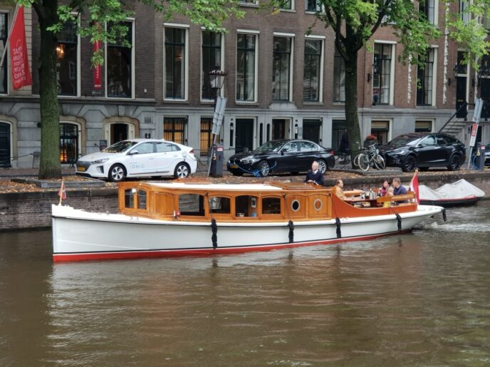 Private-canal-boat-2-persons-amsterdam