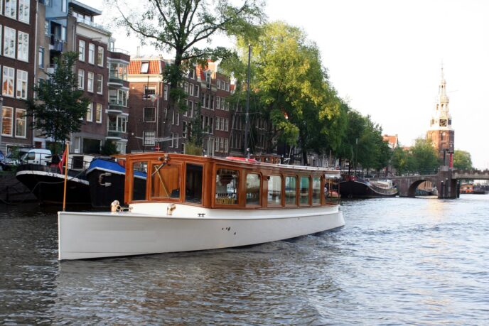 Private-luxury-canal-cruise-Amsterdam