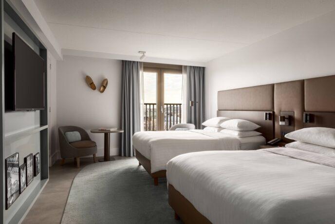 Luxury-hotel-room-Amsterdam-Marriott-2